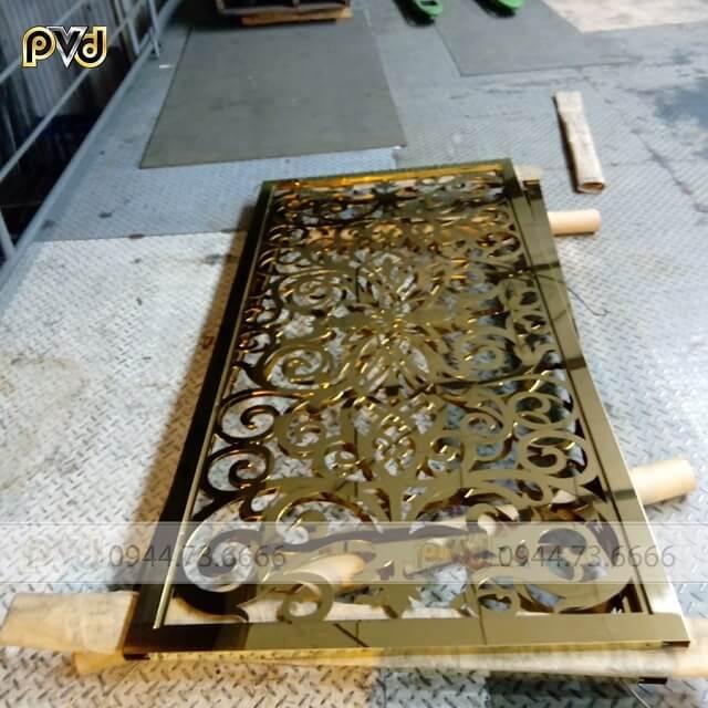 Vách CNC inox mạ vàng chịu nhiệt tốt