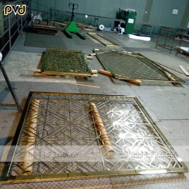 Vách CNC inox mạ vàng chống ăn mòn