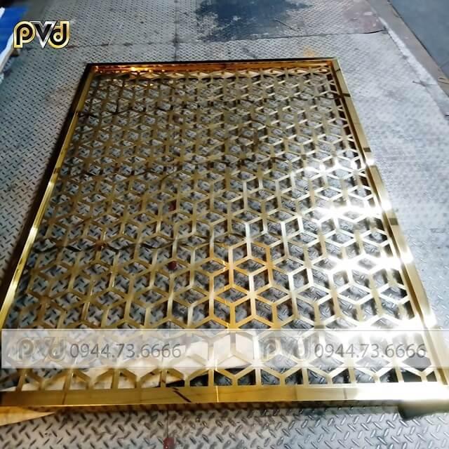Vách ngăn CNC inox mạ vàng dễ vệ sinh