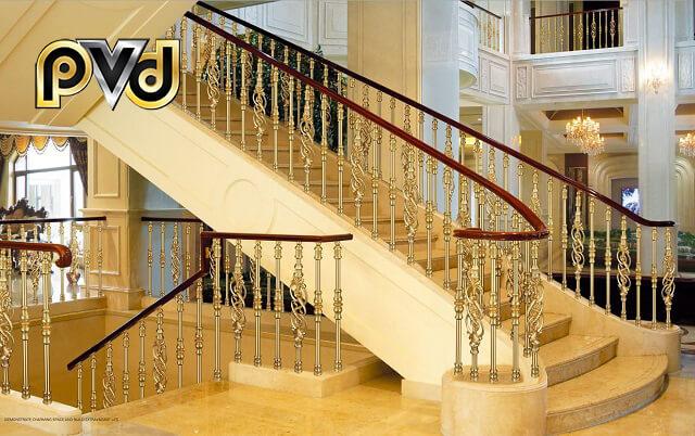 Inox mạ vàng được dùng trong làm cầu thang