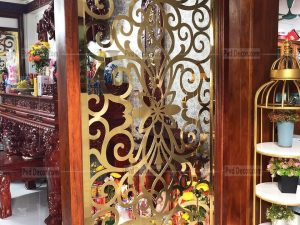 vách ngăn phòng thờ inox mạ vàng